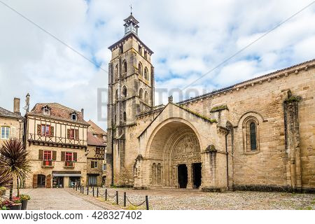 View At The Church And Abbey Of Saint Pierre In Beaulieu-sur-dordogne - France