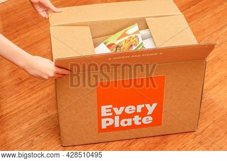 Sydney, Australia 2021-07-17 Hands Opening Every Plate Cardbord Box With Meal Kits. Subscription Del