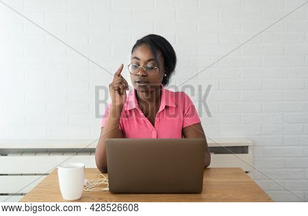 Young Woman A Psychotherapist Doctor Having Online Psychotherapy Therapy With Her Patient And Talk V