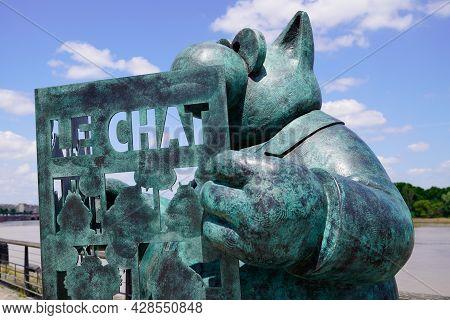 Bordeaux , Aquitaine France - 07 25 2021 : Exhibition Le Chat Deambule Statue Sculpture The Cat Walk