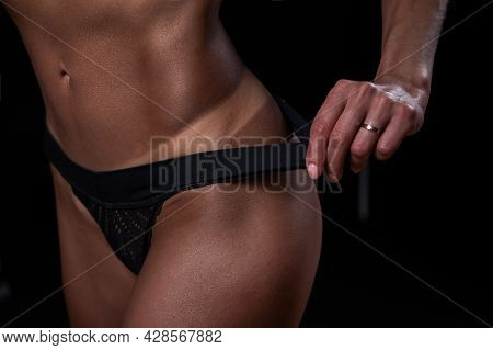 A Faceless Woman In Black Panties Shows Off The Result Of An Instant Tan