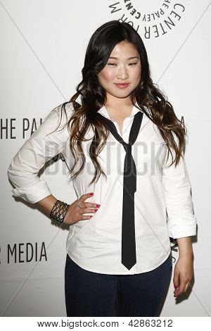 BEVERLY HILLS - MAR 16:  Jenna Ushkowitz arriving at the 2011 PaleyFest honoring 'Glee' held at the Saban Theater in Beverly Hills on March 16, 2010.
