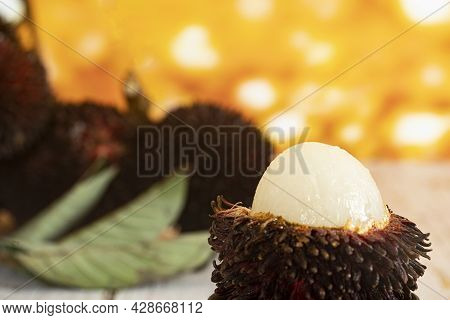 Close-up The Local Fruits Called Pulasan, A Tropical Fruit From Soapberry Family, Similar To Rambuta