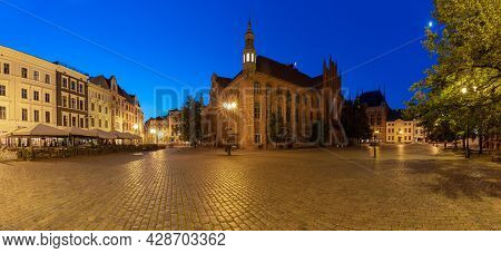 Torun. Old Market Square And Town Hall At Sunrise.