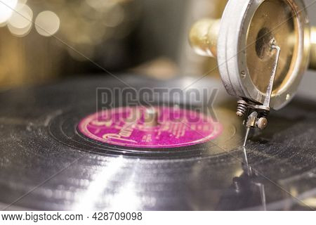 Vintage Old Record Player Gramophone Needle On Record Close-up. Head With An Old Gramophone Needle O