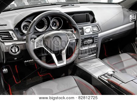Mercedes-benz C207 E-class