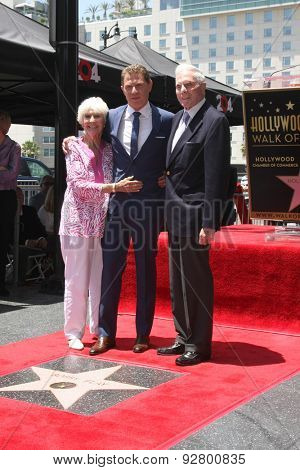 LOS ANGELES - JUN 2:  Dorothy Flay, Bobby Flay, Bill Flay at the Bobby Flay Hollywood Walk of Fame Ceremony at the Hollywood Blvd on June 2, 2015 in Los Angeles, CA