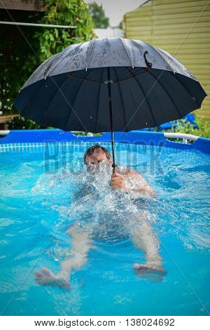 "the rain, ""in the rain"", ""under an umbrella"", ""in the pool"", ""bathing in the pool"", ""during a rain"", holiday, summer, wet to bathe, float, the person, one, an umbrella, dry, the head, ""a summer rain&q"