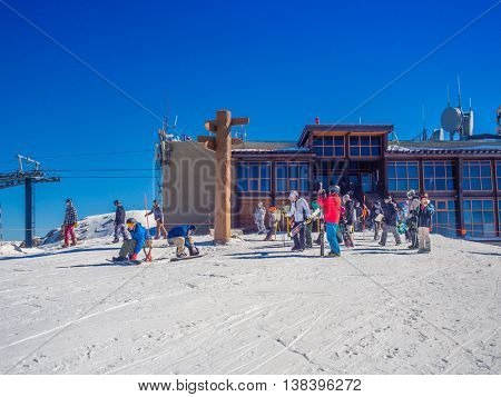 MAMMOTH LAKES, CA - November 8  2015, Beautiful day at Mammoth Mountain Ski Area in the eastern Sierra Nevada mountains of California