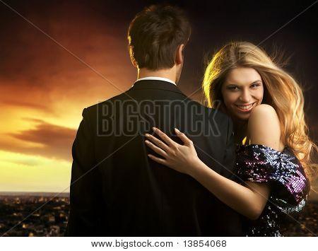Lächelnde Frau mit ihrem Ehemann