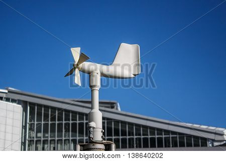 Close up of the anemometer on top of the pole against the clear blue sky