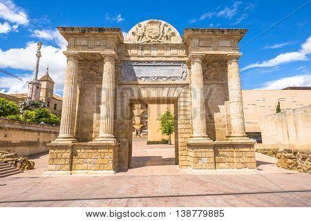 Puerta del Puente or Bridge Gate, a triumphal renaissance arch on popular Roman Bridge over the Guadalquivir river in Cordoba, Andalusia, Spain.