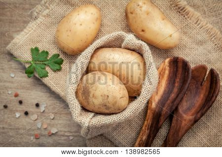 Fresh Organic Potatoes In Hemp Sake Bag With Parsley ,salt And Pepper On Rustic Wooden Table Prepara