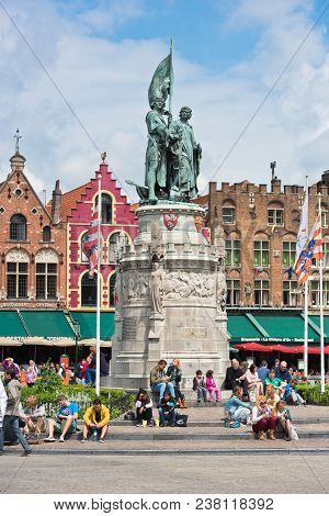 Belgium, Bruges - May 26, 2015: Tourists Near The Monument To Jan Breydel And Pieter De Coninck In B