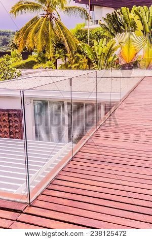 Construction Details : Tempered Glass Balustrades On Wooden Roof Deck