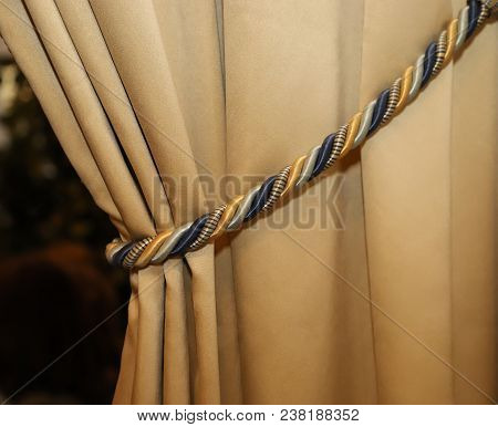 Curtain And Intertwined Podhvat In Beige Tones. Design Of Curtains
