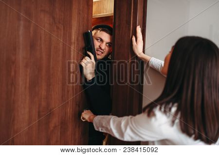 Woman at the door, killer penetrate the apartment