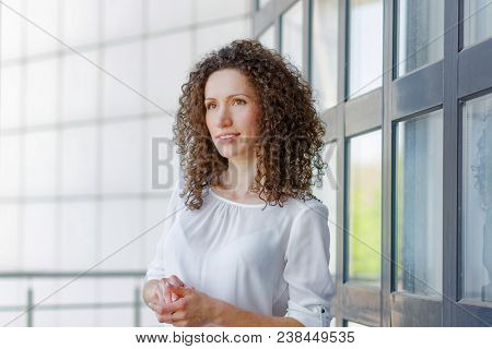 curly hair businesswoman