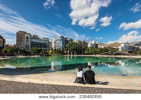 Santa Cruz De Tenerife, Canary Islands, Spain - Desember 11, 2016: Couple Sitting On The Boder Of Wa