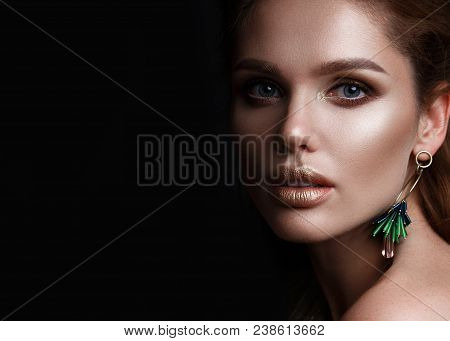 Beautiful Sexy Girl With Sensual Lips, Fashion Hair And Accessories. Beauty Face.. Beauty Face. Pict