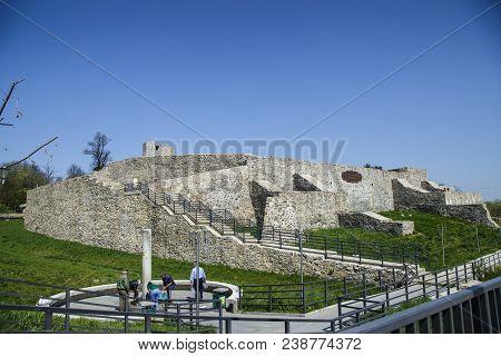 Drobeta Turnu-severin, Romania-april 04: Ruins Of Medieval Fortress On April 04, 2018 In Drobeta Tur