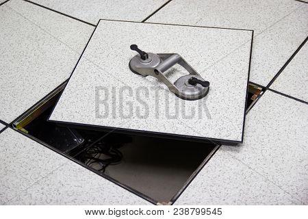 Suction Lifter - Tool Platform - The Open Floor In Server Room Raised Floor Tile Lifter