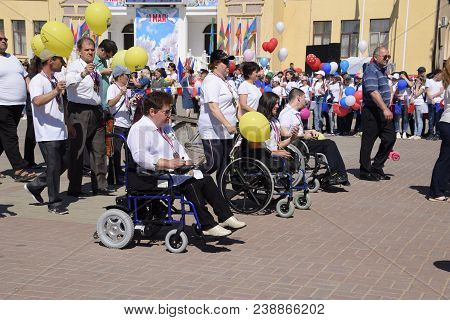 Slavyansk-on-kuban, Russia - May 1, 2018: Disabled Wheelchair Users On A Festive Procession. Celebra