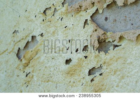 Wall With Peeling Paint, Paint Problem. Inadequate Paint System, Water Infiltration.