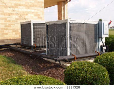 Dos acondicionadores de aire de gran tamaño Industrical