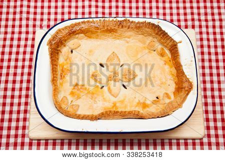 A Traditional British Mincemeat Pie A Traditional Mincemeat Pie With A Puff Pastry Topping In A Roun