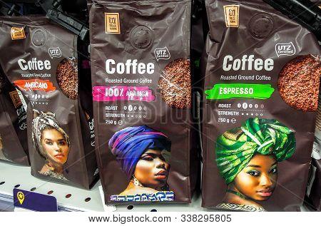 Samara, Russia - December 8, 2019: Dolce Albero Coffee Ready For Sale On The Shelf In Supermarket