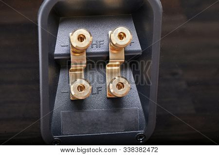 Hifi speaker wire terminal for bi-wiring with gold plated connectors
