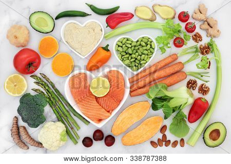 Healthy heart food for fitness with fish, fruit, vegetables, nuts, dips & spice. Health foods high in fibre, antioxidants, vitamins, omega 3 & protein. Supports the cardiovascular system with low GI.