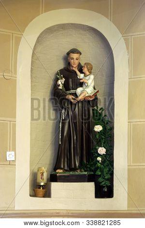 IVANIC GRAD, CROATIA - SEPTEMBER 25, 2011: Saint Anthony of Padua holding child Jesus, statue in the church of the Saint Peter in Ivanic Grad, Croatia