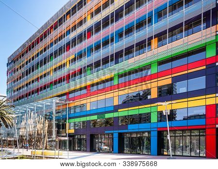 Melbourne, Australia - November 16, 2009: Colorful Facade Of Mixed Retail, Offices And Residential B