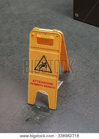 Warning Signs, Wet Slippery Floor Yellow Sign - Attenzione, Pavimento Bagnato (meaning Warning, Wet