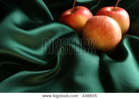 Apples On Silk