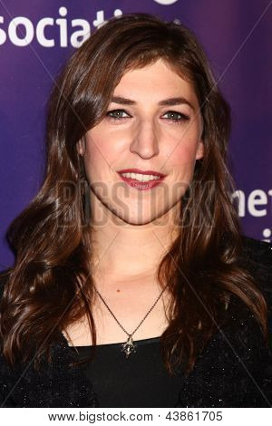 LOS ANGELES - MAR 20:  Mayim Bialik arrives at the 21st Annual A Night at Sardi's to Benefit the Alzheimer's Association at the Beverly Hilton Hotel on March 20, 2013 in Beverly Hills, CA