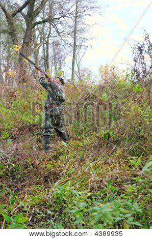 Old Hunter Get Ready For Shot