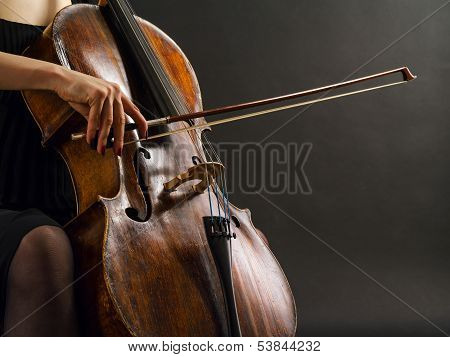 Tocando el Cello