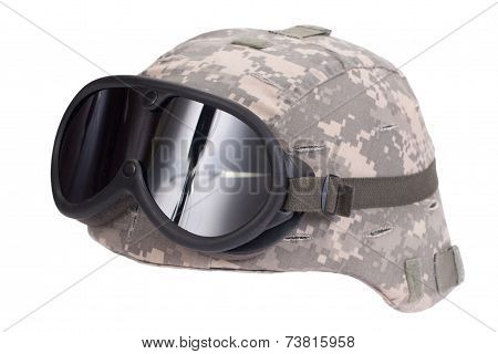 Us Army Kevlar Helmet With Camouflage Cover And Protective Goggles