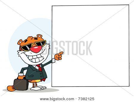 Cartoons Charakter freudig Tiger zeigen in Richtung auf ein leeren Zeichen