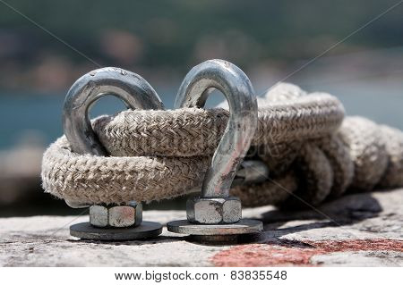 Rope on the metal hooks