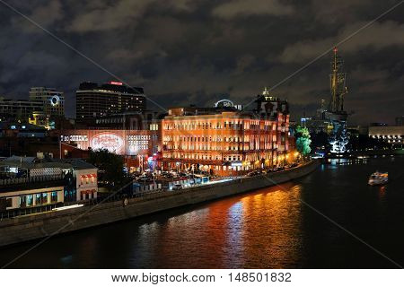 Moscow, Russia - September, 17, 2016: night landscape with the image of the Moskow (Moskva) River embankment and the Piter the Thirst Monument