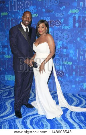 LOS ANGELES - SEP 18:  Jay Tucker, Niecy Nash at the 2016  HBO Emmy After Party at the Pacific Design Center on September 18, 2016 in West Hollywood, CA