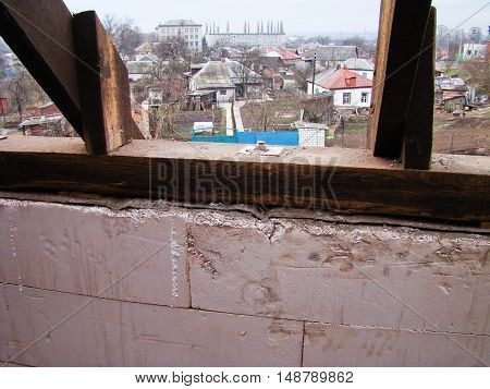 House roof construction with the wooden logs