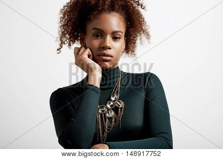 bothering black woman wears an evening look