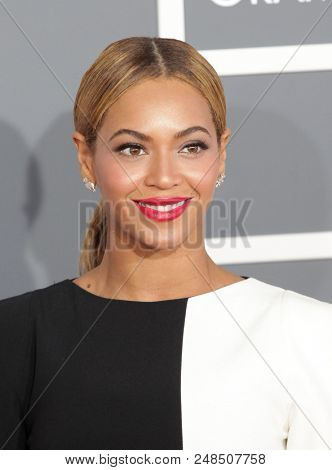 LOS ANGELES - FEB 10:  Beyonce arrives to the 2013 Grammy Awards  on February 10, 2013 in Hollywood, CA