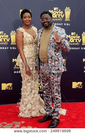 LOS ANGELES - JUN 16:  Verina Howery, Lil Rel Howery at the 2018 MTV Movie And TV Awards at the Barker Hanger on June 16, 2018 in Santa Monica, CA