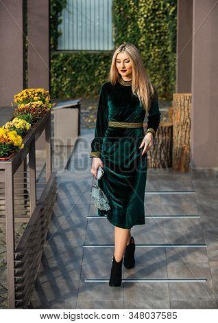 Her Perfect Style. Sexy Blond Businesswoman Walk Outdoor. Modern Life. Girl Care Gem Stone Handbag O